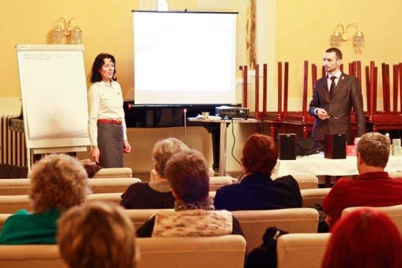 prednášku otvorila Gabriela Kunecová